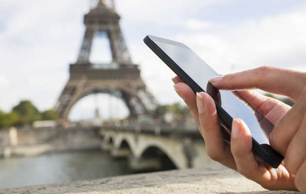 How to Avoid a $1,000 Cellphone Bill While Traveling Abroad