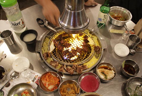 Dos and donts of eating in a korean restaurant korean cuisine michelle nothrillist m4hsunfo