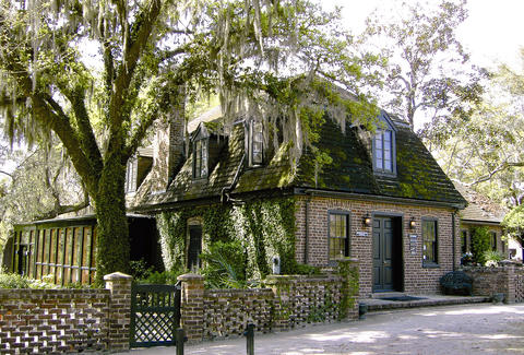 exterior of Middleton Place Restaurant