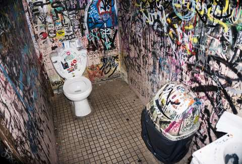 NYC's 9 Grossest Bar Bathrooms - Thrillist