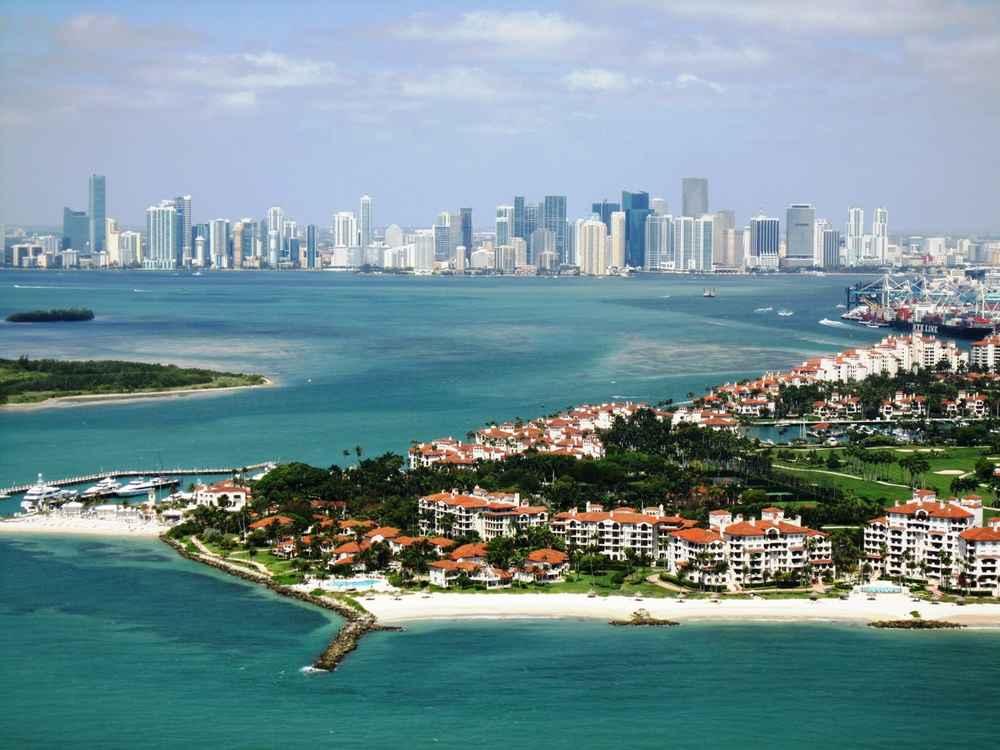 MIamis Most Popular Instagram Locations Wynwood Walls South Beach And LIV Miami