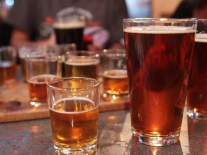 O'Neal's Irish Pub, beer glasses, beer, beer samples