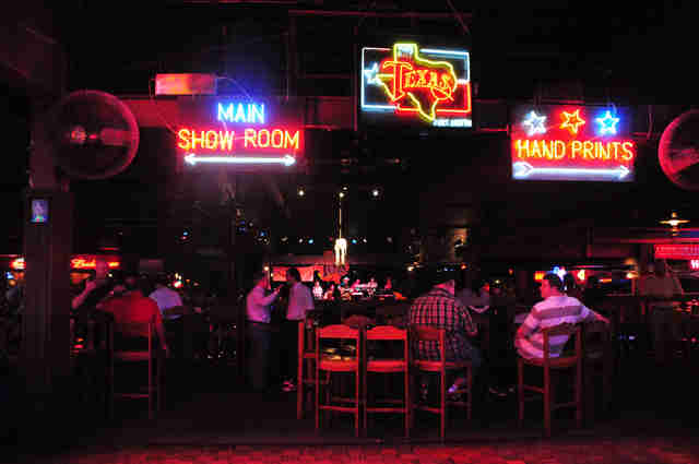 A Night In Billy Bob S The World S Largest Honky Tonk