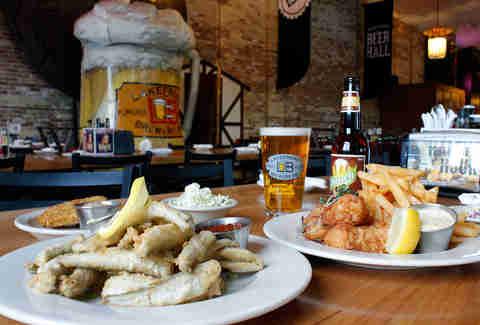 The Best Fish Fries In Milwaukee Thrillist