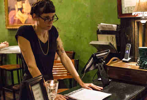angry server hipster woman looking frustrated Things You Should Never do in a restaurant