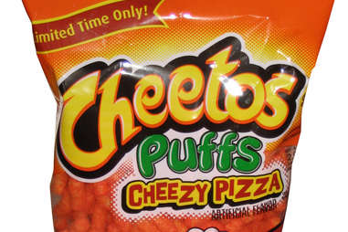 Cheetos pizza puffs