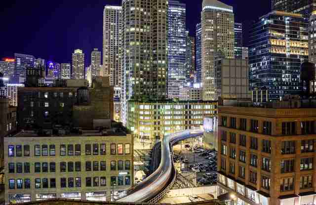 elevated rail in Chicago, alley L