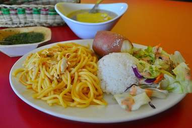 spaghetti, rice and salad at Los Parceros