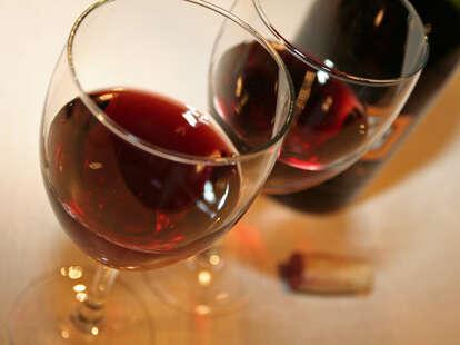wine glass, pinot noir, wine bottle, wine