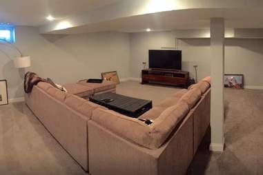 airbnb minneapolis tv room couch