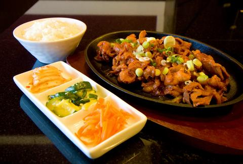 korean food asian cuisine chicago dine in take out