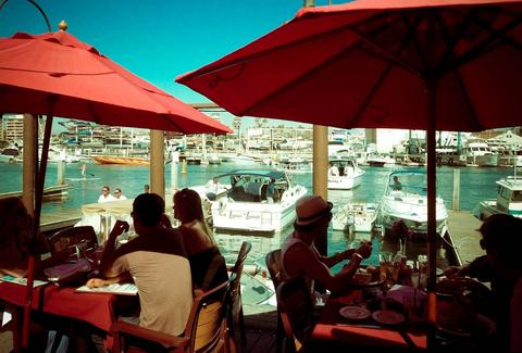 people dining for brunch at woody's wharf in newport beach