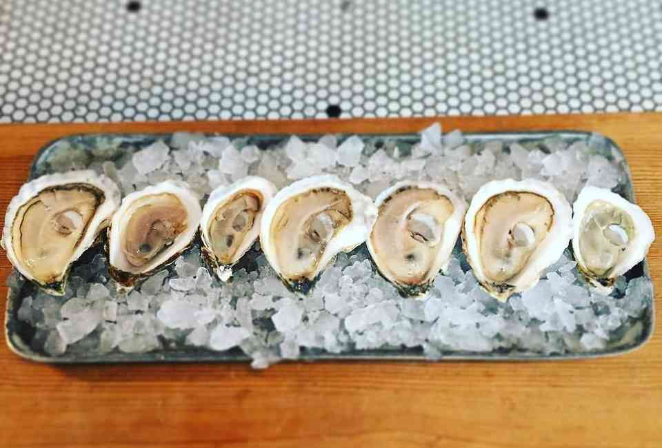 Best Oyster Happy Hours in NYC - Thrillist