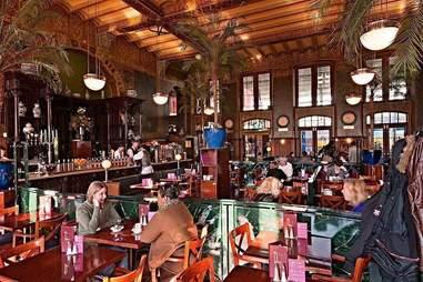 1e klas bar interior in amsterdam