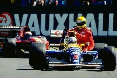 Mansell gives Senna a Lift