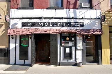 Molly's Sheeben exterior best Irish Bars in NYC