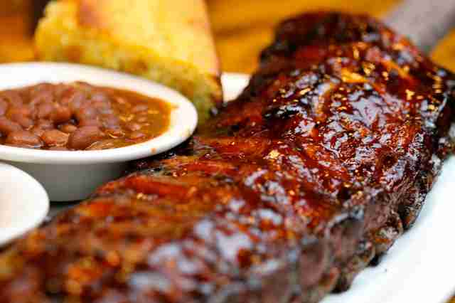 Ribs with beans and corn bread