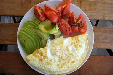 omelette with avocado and tomatoes