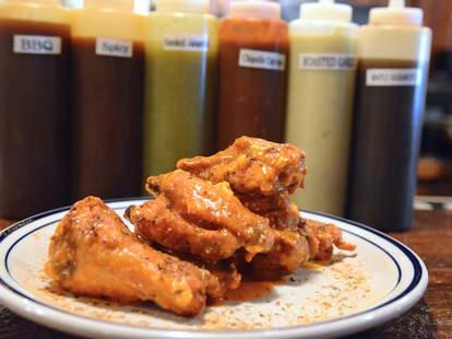 chicken wings, Smoke & Barrel