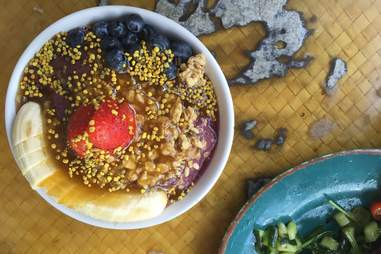 acai bowl with nuts, banana, strawberries and blueberries from Diamond Head Cove Health Bar