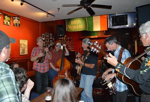 Irish folk music at The Plough and Stars