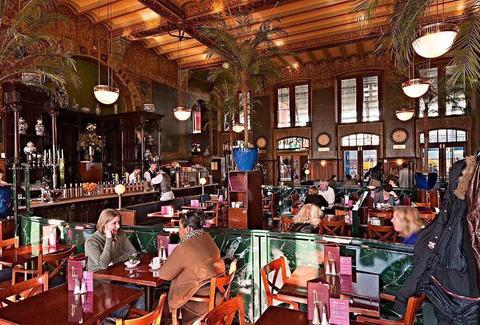 Grand Cafe 1e Klas in Centraal Station, Amsterdam