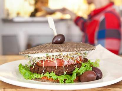 Crudessence, vegan burger