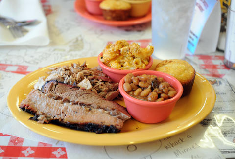 memphis minnie's san francisco bbq plate with beans