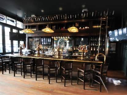 Happy's Irish Pub, irish pub interior