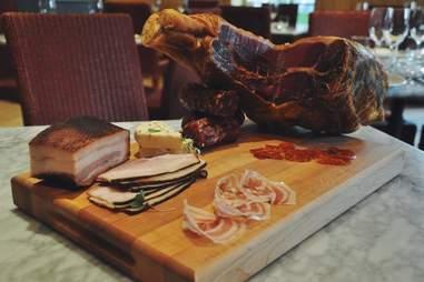 table 52 chicago celebrity chef restaurant