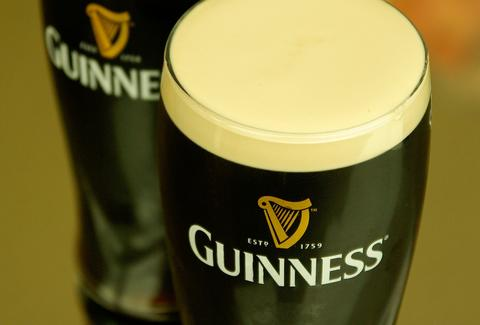 guinness, guinness glasses, guinness pints