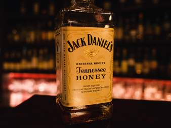 jack daniels honey whiskey bottle close up