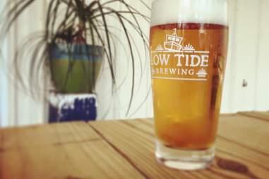 low tide brewing suicide blonde beer