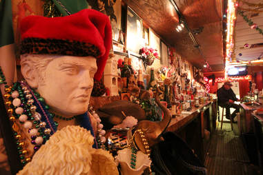 rose's lounge chicago interior dive bar