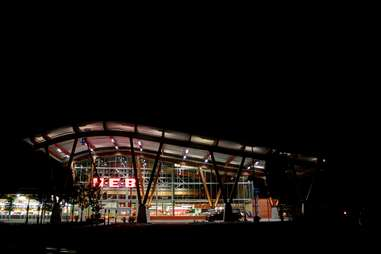 h-e-b exterior grocery at night texas