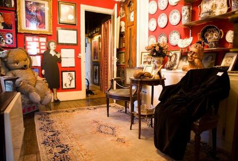 Musée Edith Piaf Paris, France red room