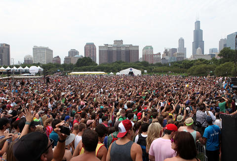 Lollapalooza music festival chicago skyline