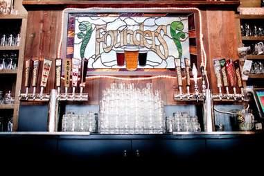 Founder Brewing bar