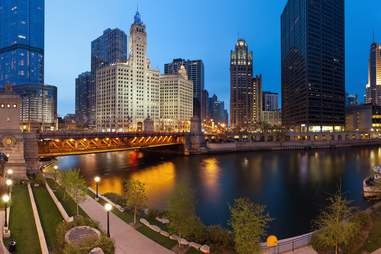 chicago riverside skyline