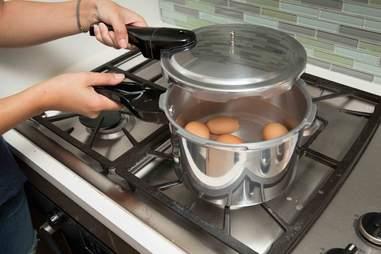 eggs boilng