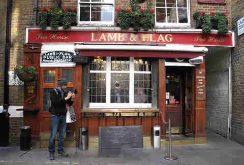 lamb & flag bar in london