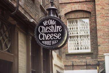 ye olde cheshire cheese bar
