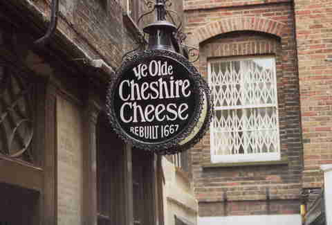 ye olde cheshire cheese bar