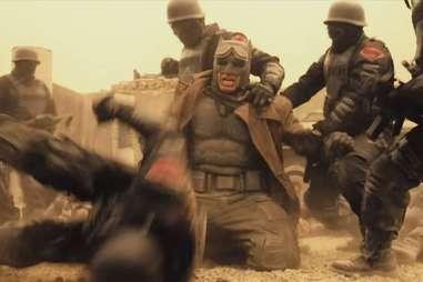 Batman V Superman, Batman desert, soldiers