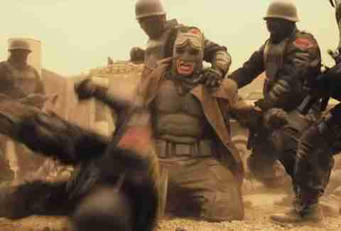 Batman V Superman, Batman desert, soldiers