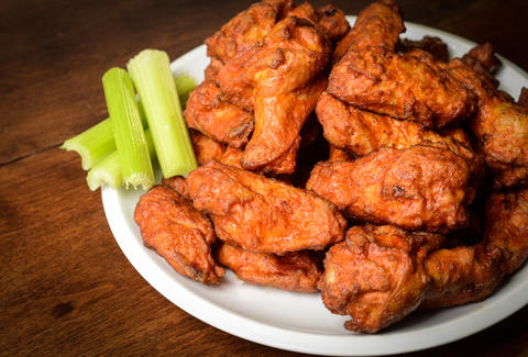 buffalo wings with celery