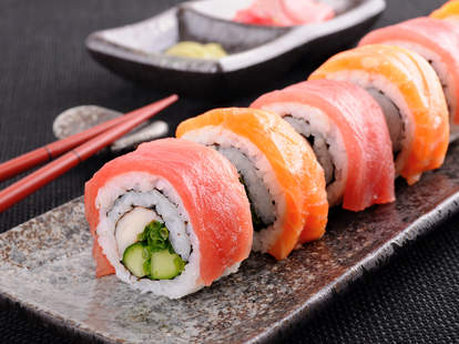 sushi roll, sushi, salmon sushi, tuna sushi