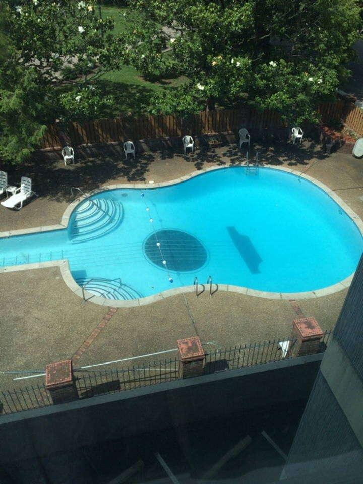 nashville guitar shaped pool airbnb