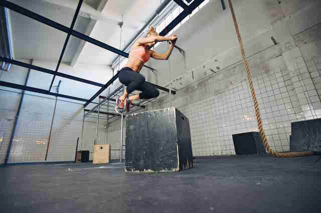 jumping at crossfit, woman jumping on a fit box