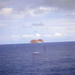 apollo 13's splashdown in the pacific